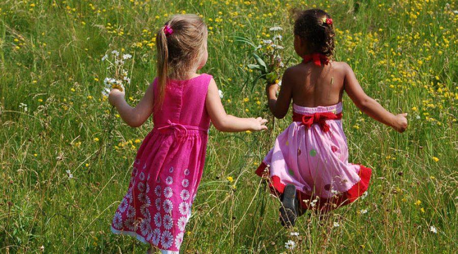 5 SUMMERTIME DRESSING TIPS FOR KIDS